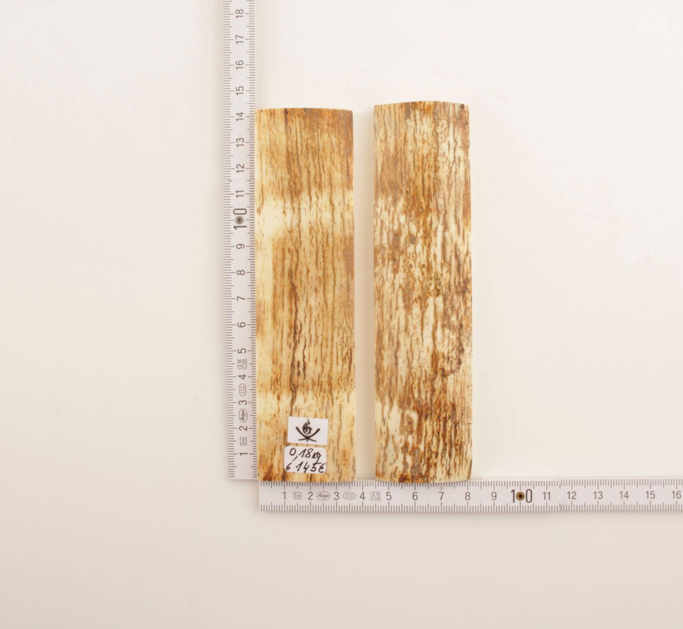 Natural white-brown mammoth bark scales