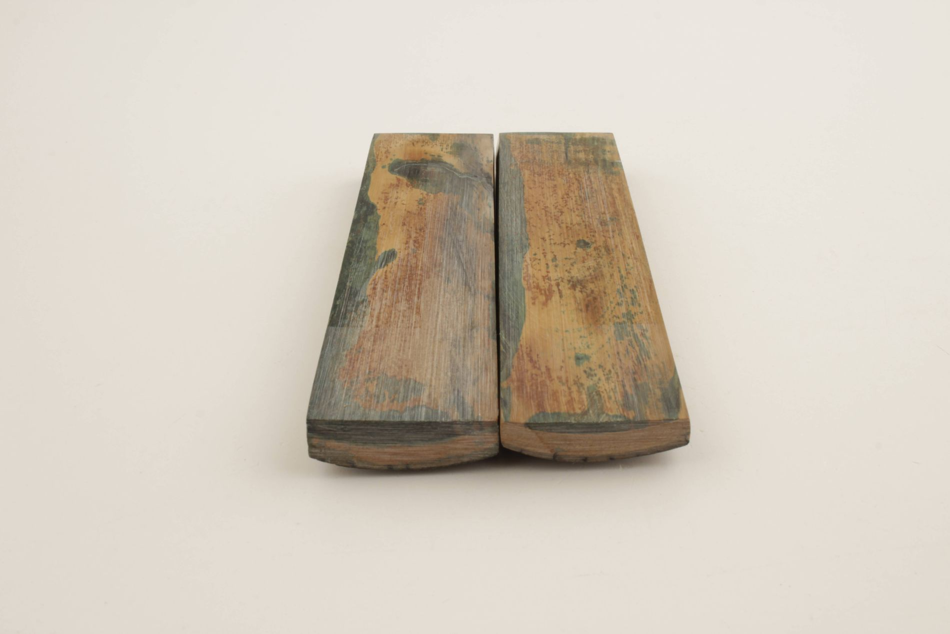 Stabilised mammoth bark grips